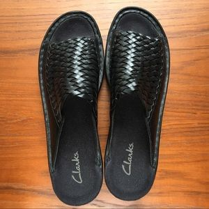 Clarks woven flat sandal in black.